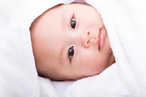 cara de bebé asiático foto