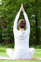 mujer entrenamiento yoga foto