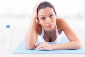 cansado después de hacer ejercicio. foto