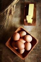 huevos con mantequilla y trigo foto