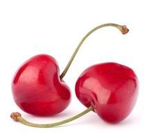 dos bayas de cereza en forma de corazón foto