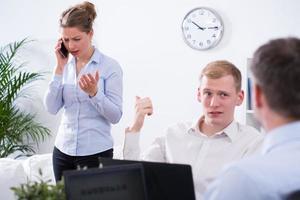 empresario y colega molesto