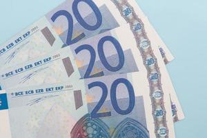 tres billetes de veinte euros foto