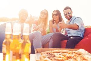 ¡Nos encanta la pizza y la cerveza! foto