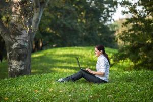 laptop woman photo