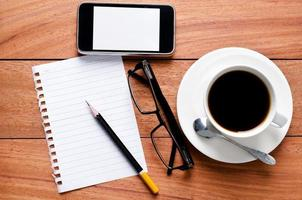 cuaderno de página en blanco y calculato foto