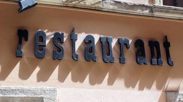letrero de restaurante foto