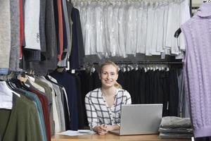 zakenvrouw met online mode-business