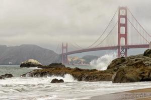 golden gate bridge nella nebbia, San Francisco, California.