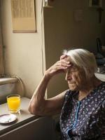 oude dame sluimert