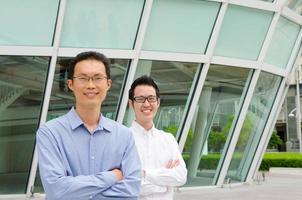hommes d'affaires asiatiques