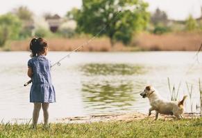 niña en la pesca foto