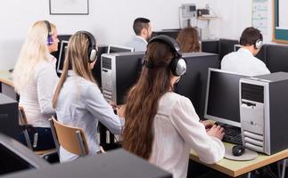 employés recevant des appels