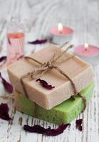 jabón natural a base de hierbas foto
