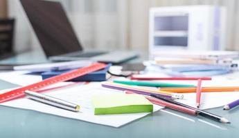 escritorio de oficina en estudio de arquitectura