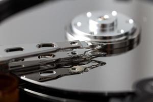 disco duro de la computadora abierta foto