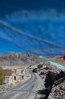 Bandera de oración en Leh, Ladakh, India