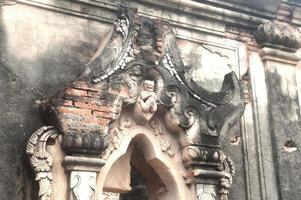 Yadana hsemee pagoda complex en myanmar.