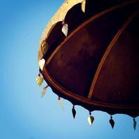 Sombrilla, símbolo de protección budista - efecto vintage. Símbolo del paraguas budismo.