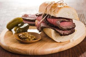 Roast beef sandwich with pickles