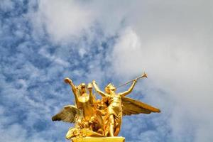 Bridge Alexandre III : La renommée au Combat photo