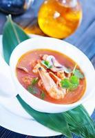 sopa asiática fresca