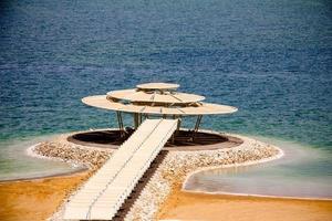 mar muerto - el mejor lugar para la terapia de enfermedades de la piel foto