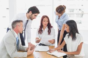 equipo de negocios en una reunión foto