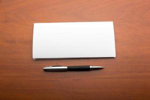 carta y bolígrafo