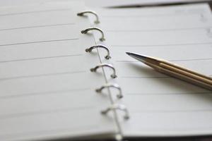 cuaderno y bolígrafo