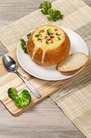 sopa de brócoli y tocino foto