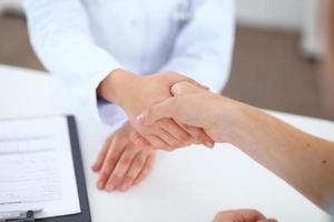 concepto de asociación, confianza y ética médica foto