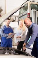 Calculating repair cost at car dealership photo