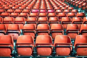 filas de sillas foto
