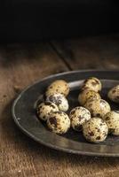 Imagen de estilo retro vintage de iluminación natural cambiante de huevos de codorniz
