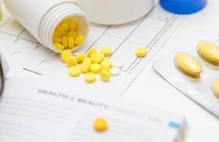 variedad de medicamentos y drogas foto