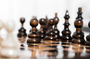 piezas de ajedrez de madera foto