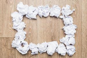 liasses en papier froissé