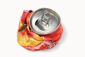 lata de bebida triturada