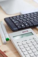caderno e lápis calculadora foto