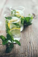 refrescante bebida de desintoxicación de verano foto