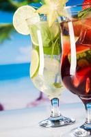boissons tropicales sur la plage