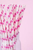 canudos de bolinhas cor de rosa