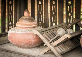 recipiente de agua potable de cerámica tailandesa