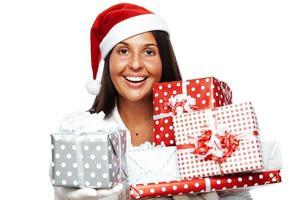 mujer de navidad con presente