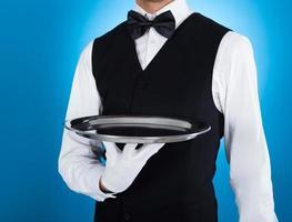 camarero con bandeja vacía foto