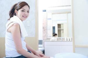 mujer joven asiática