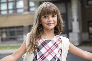 niña de la escuela de ocho años
