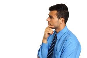 jeune homme d'affaires de pensée