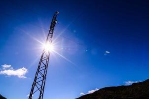 torre de transmisión eléctrica de alto voltaje foto